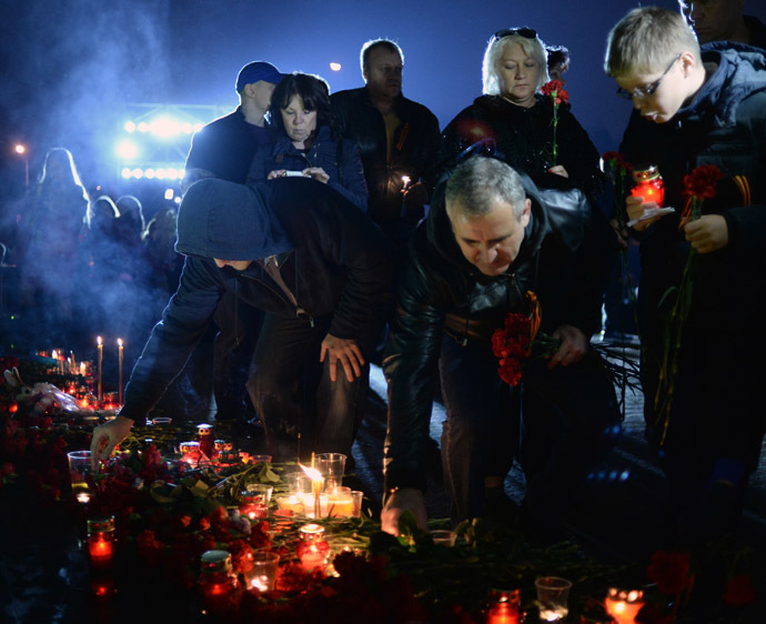 "Participants of a memorial rally ""Donetsk: Innocent victims"" held on Moscow's Poklonnaya Gora. (RIA Novosti/Valeriy Melnikov)"