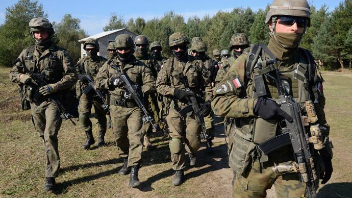 Polish servicemen take part in military exercises outside the town of Yavoriv near Lviv, September 19, 2014.(Reuters / Roman Baluk)