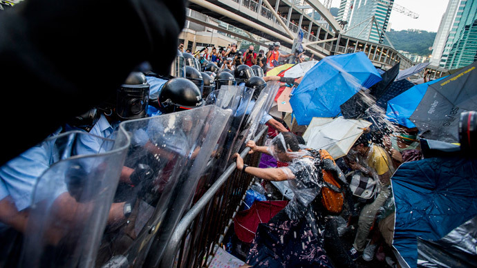 Pro-democracy demonstrators are sprayed with pepper spray during clashes with police officers in riot gear during a rally near the Hong Kong government headquarters on September 28, 2014.(AFP Photo / Xaume Olleros)