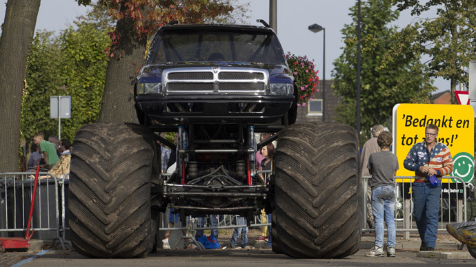 Monster truck crashes into spectators in Netherlands, 3 dead (VIDEO)