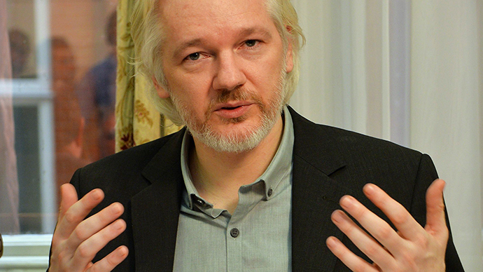 Assange sneaks into US conference... as full-body 3D hologram! (VIDEO)