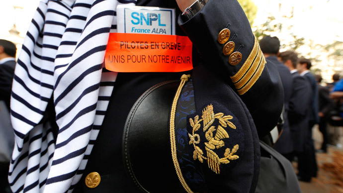 Air France pilots end 14-day strike, as low-cost impasse unbreakable