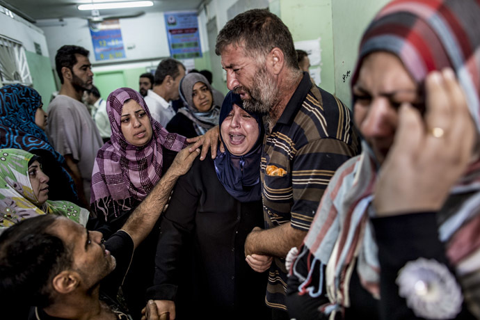 Palestinian relatives cry at the Kamal Adwan hospital in Beit Lahia following an Israeli army shelling in a UN school on July 30, 2014. (AFP Photo/Marco Longari)