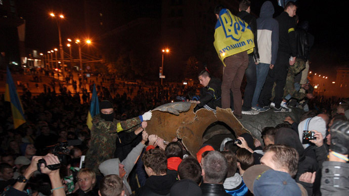 Violence erupts near toppled Lenin statue in Kharkov, Ukraine (VIDEOS)