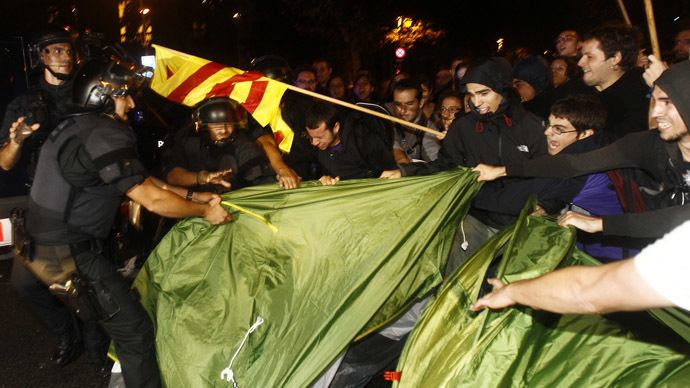 Scuffles as Catalonia erupts in protests over Nov. 9 referendum ban (PHOTOS)