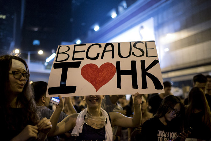 A woman holds a placard at a large protest in Hong Kong on October 1, 2014. (AFP Photo)