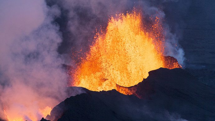 Extremely loud & incredibly close: Drone captures Iceland volcanic eruption (VIDEOS)
