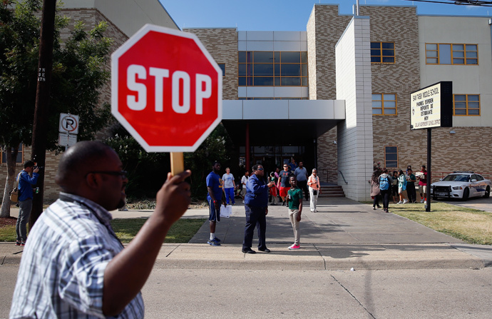 Students are dismissed from Sam Tasby Middle School on October 1, 2014 in Dallas, Texas. (Tom Pennington / Getty Images / AFP)