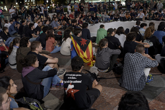 Students sit in a makeshift campsite on Catalonia square as they protest Spain's constitutional court ruling stopping Catalonia from holding an independence referendum, in Barcelona on October 2, 2014. (AFP Photo / Josep Lago)