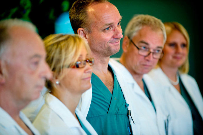 Surgeons Andreas G Tzakis, Pernilla Dahm-Kähler, Mats Brannstrom, Michael Olausson and Liza Johannesson (L-R) speak during a news conference at Sahlgrenska hospital in Gothenburg September 18, 2012.(Reuters / Adam Ihse)