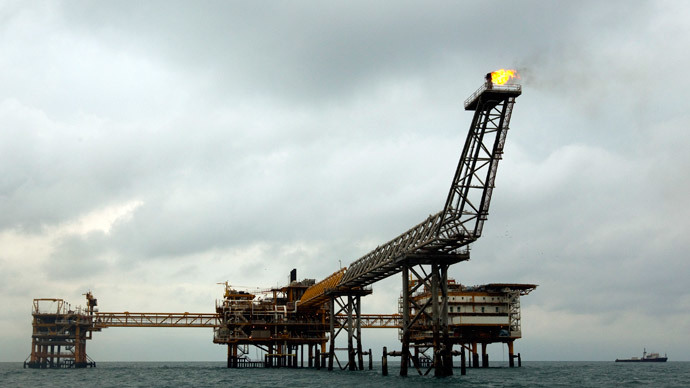The SPQ1 gas platform is seen on the southern edge of Iran's South Pars gas field in the Gulf, off Assalouyeh, 1,000 km (621 miles) south of Tehran.(Reuters / Caren Firouz)