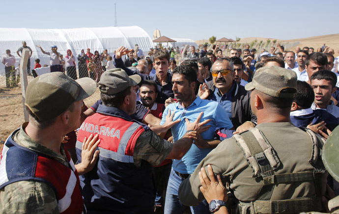Turkish soldiers try to prevent Turkish Kurdish protesters to march to the Mursitpinar border crossing on the Turkish-Syrian border in the Turkish town of Suruc in southeastern Sanliurfa province October 4, 2014. (Reuters/Murad Sezer)