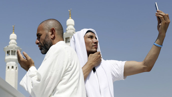 #HajjSelfie goes viral on Twitter, sparks outrage from Muslim clerics