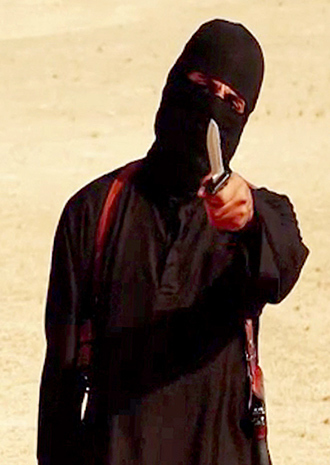 An image grab taken from a video released by the Islamic State (IS) and identified by private terrorism monitor SITE Intelligence Group on September 2, 2014 purportedly shows a masked militant holding a knife and gesturing as he speaks to the camera in a desert landscape (AFP Photo / SITE)