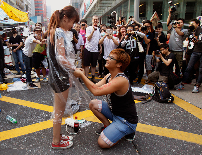Yau, 22, gets down to his knees and proposes to his girlfriend Chen, 21, both university students and pro-democracy protesters. on a main street which they occupied, at Mongkok shopping district in Hong Kong October 5, 2014 (Reuters / Liau Chung-ren)