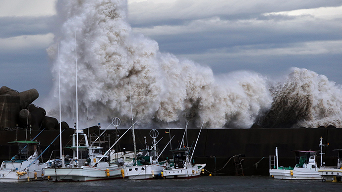 Typhoon hits Japan: 50 injured, 4 swept out to sea, Tokyo drenched (VIDEO)