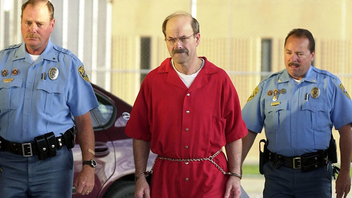 who is dennis rader essay Btk killer dennis rader arrived friday at a maximum security prison in kansas to begin serving the rest of his life in prison for 10 killings that terrorized wichita.
