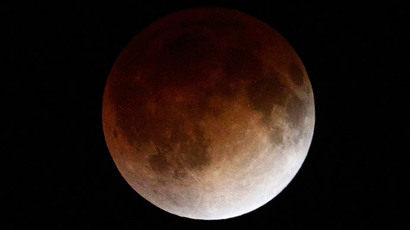 'Blood Moon' eclipse wows Pacific sky-gazers (VIDEO, PHOTOS)
