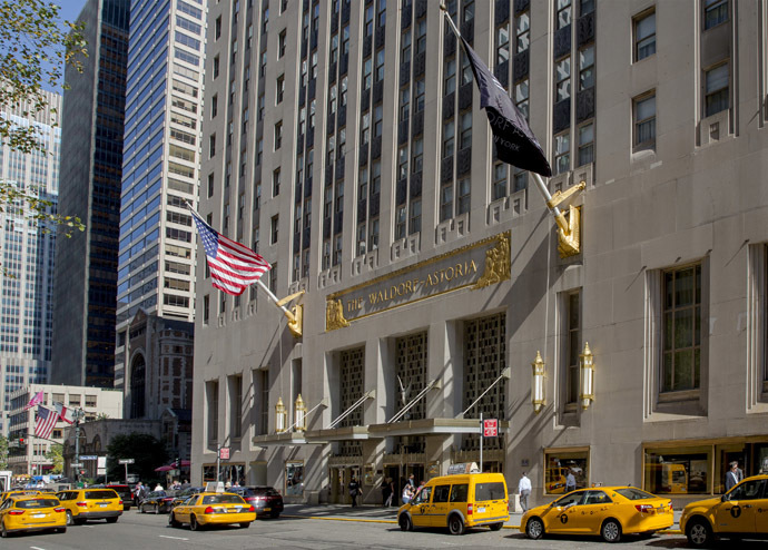 The Waldorf Astoria is pictured at 301 Park Avenue in New York October 6, 2014. (Reuters/Brendan McDermid)