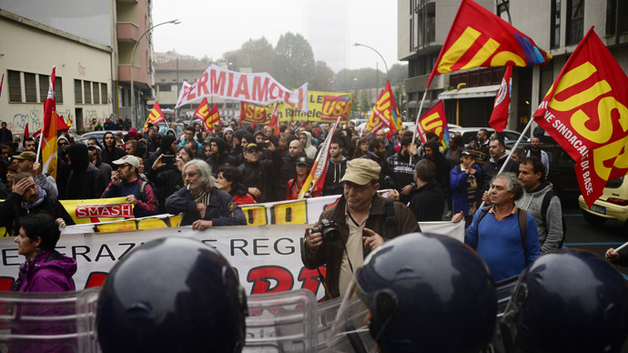 Hundreds of thousands rally in Rome in protest over 'anti-job' reforms (PHOTOS)