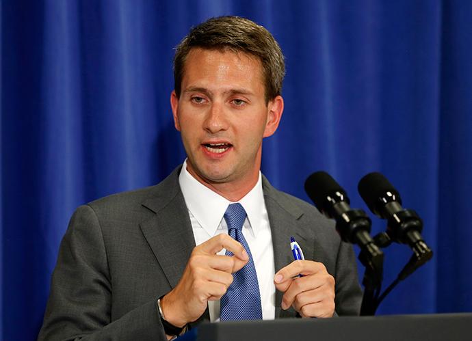 White House spokesman Eric Schultz (Reuters / Kevin Lamarque)