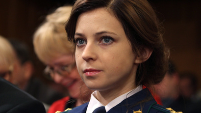 'Prosecutie' Poklonskaya hits right note in Crimean palace (VIDEO)