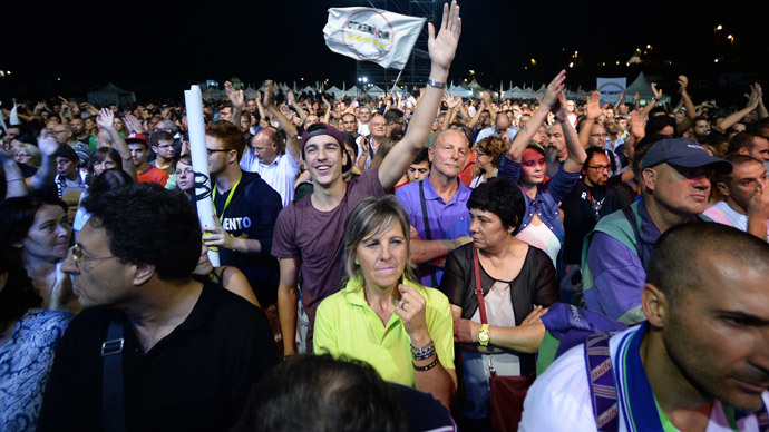 """Supporters of Five Stars movement's leader Beppe Grillo listen to his speech during the """"Italia 5 Stelle"""" three day rally on October 10, 2014 at Circus Maximus in Rome.(AFP Photo / Filippo Monteforte)"""