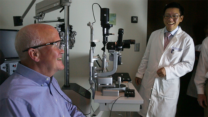 'Bionic eye' helps blind man see again after 33 years (VIDEO)