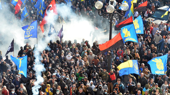Far-right parties and movements activists clash with riot police in front of the Ukrainian Parliament in Kiev on October 14, 2014.(AFP Photo / Genya Savilov)