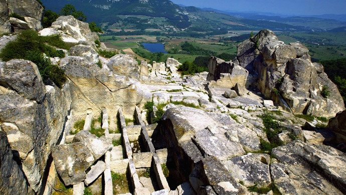 A view of the necropolis (L) in the ancient city of Perperikon.(AFP Photo / Dimitar Dilkoff)