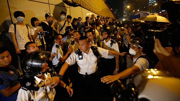 Police retreat after confronting protesters near the government headquarters in Hong Kong late October 14, 2014. (Reuters / Carlos Barria)