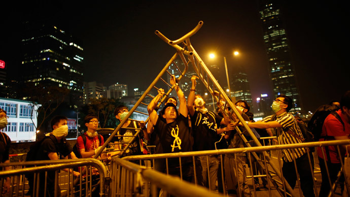 Pro-democracy protesters build a barricade near the government headquarters in Hong Kong late October 14, 2014.(Reuters / Carlos Barria)