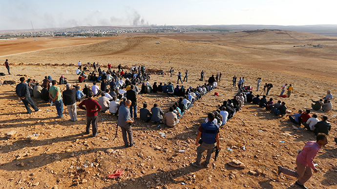 Turkish Kurds gather on the hill near the Mursitpinar border crossing on the Turkish-Syrian border near the southeastern town of Suruc in Sanliurfa province to support Kurdish fighters in Koban October 15, 2014 (Reuters / Kai Pfaffenbach)