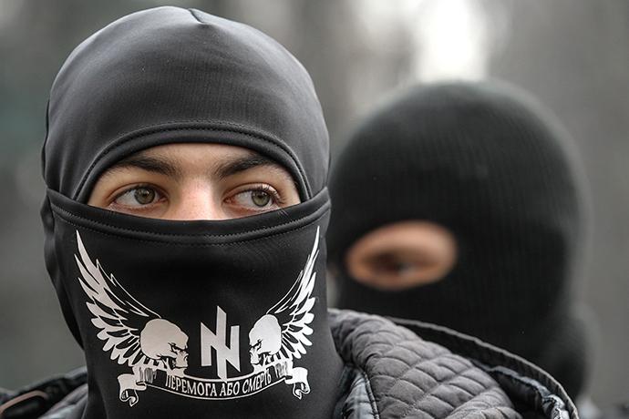 Members of the Ukrainian far-right radical group Right Sector (Reuters / Valentyn Ogirenko)
