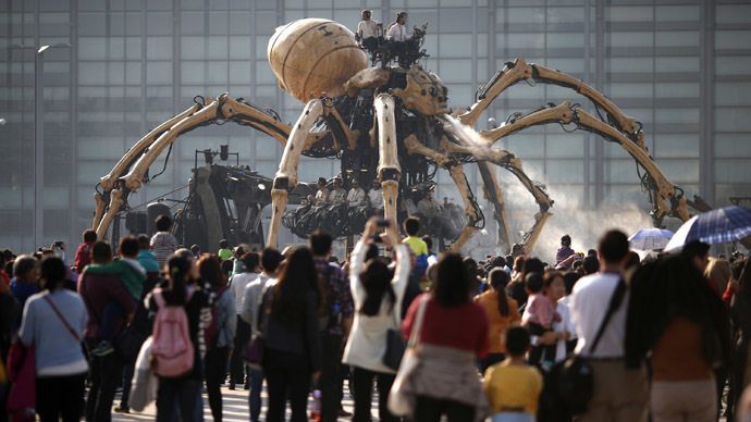 Giant French robots fight in Beijing (PHOTOS)