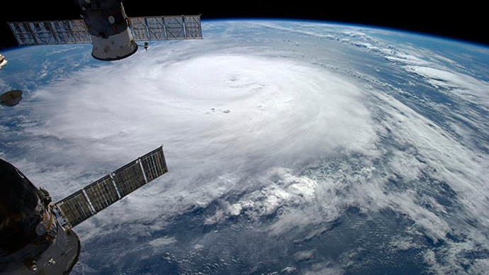 Hurricane Gonzalo hit Bermuda, leaves 29,000 without power (VIDEO)