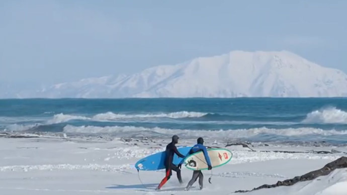 Winter surfing, Russian style: Daredevils conquer Russia's Pacific coast (VIDEO, PHOTOS)