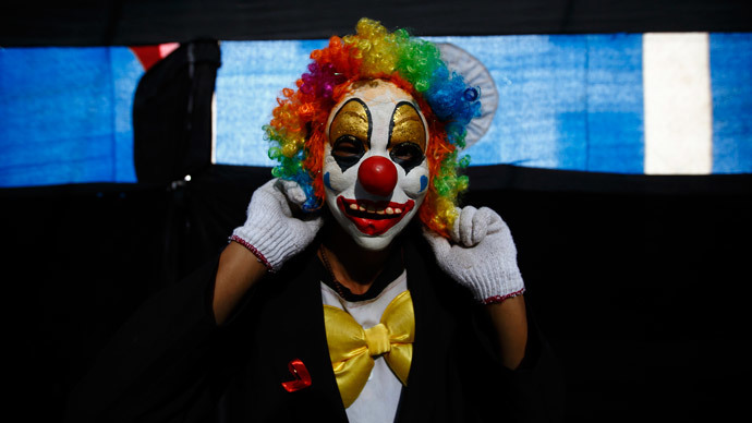 Crazy knife-wielding clowns terrorize small French town