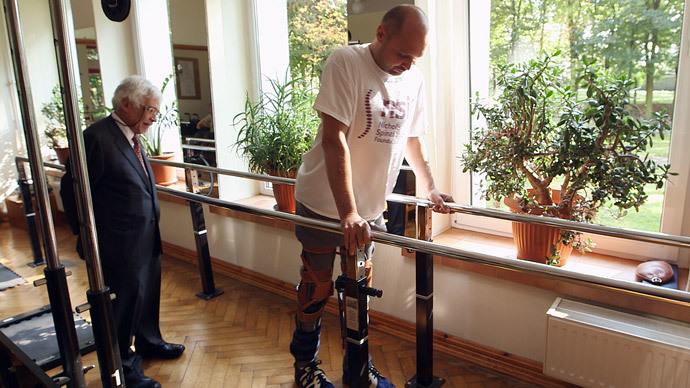 ​Paralyzed man walks again thanks to UK-funded tech