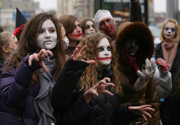 Participants of a Zombie Parade march along Novosibirsk streets. (RIA Novosti/Alexandr Kryazhev)