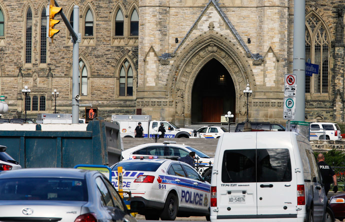 Police officers guard Parliament Hill following a shooting incident in Ottawa October 22, 2014.(Reuters / Chris Wattie)