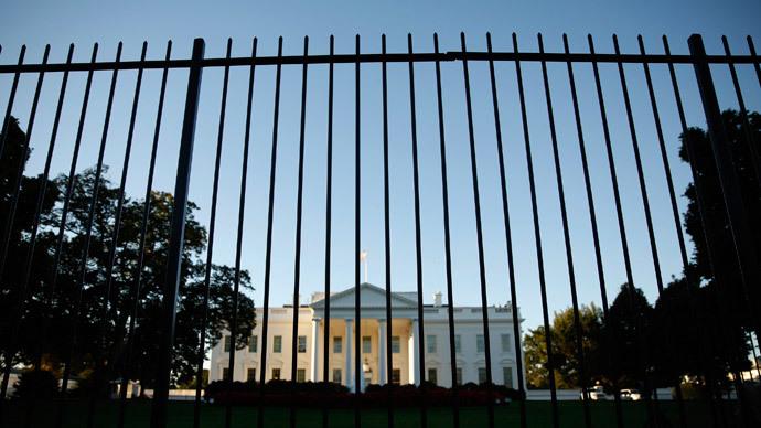 Man jumps White House fence, kicks dog, causes lockdown