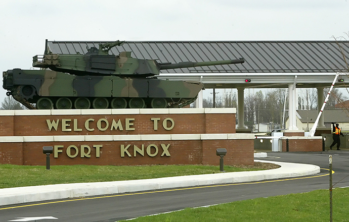 The gate to the U.S. Army Armor Center in Fort Knox, Kentucky (Reuters / Rick Wilking RTW)
