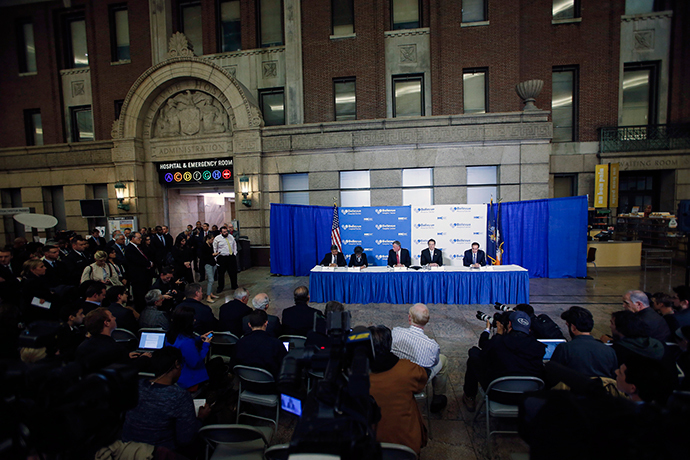 New York Mayor Bill de Blasio (table, C) and New York Governor Andrew Cuomo (table, 2nd R) attend a news conference in Bellevue Hospital in New York October 23, 2014. (Reuters / Eduardo Munoz)