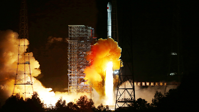 Long March 3C, carrying an experimental spacecraft, lifts off from the launch pad at the Xichang Satellite Launch Center, Sichuan province, October 24, 2014 (Reuters / Stringer)