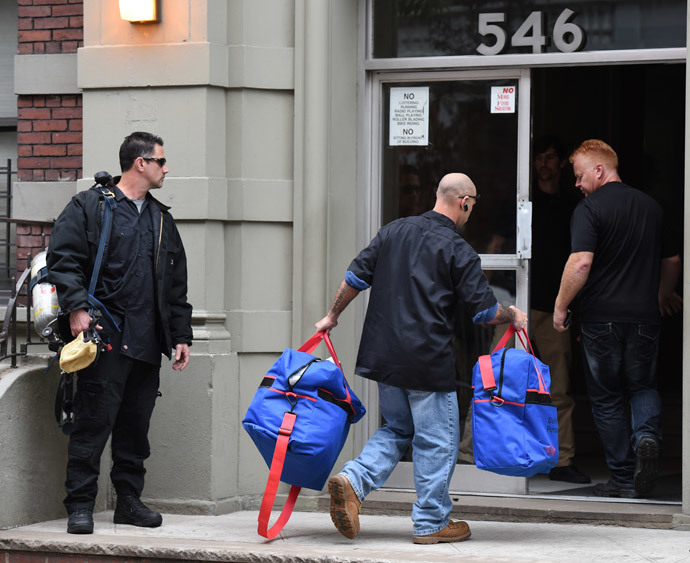 Hazmat crews arrive outside the apartment building of Dr. Craig Spencer, a member of Doctors Without Borders, October 24, 2014 in New York. (AFP Photo / Don Emmert)