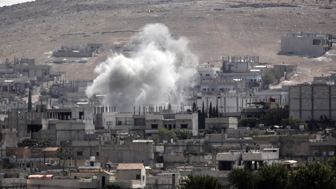Smoke rises from the Syrian town of Kobane.(AFP Photo / Bulent Kilic)