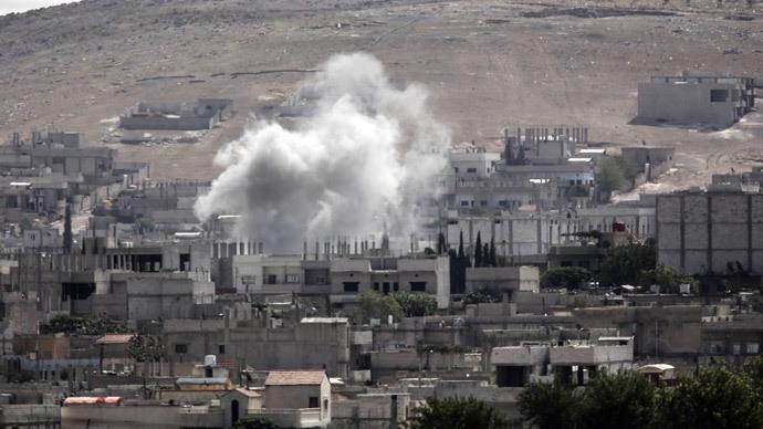 Smoke rises from the Syrian town of Kobane.(AFP Photo / Bulent Kilic)