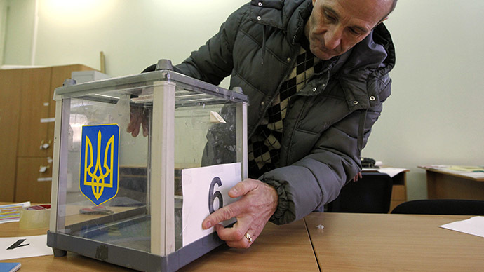 An election commission worker adjusts a number on a ballot box at a polling station in Kiev, October 25, 2014. (Reuters/Valentyn Ogirenko)