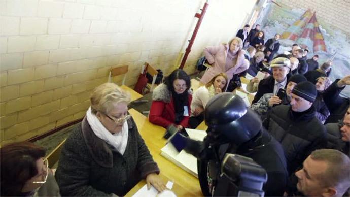 Darth Vader battles babushkas at Ukraine polling station… no light sabers used (VIDEO)